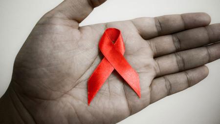 Аналіз ситуації щодо ризику інфікування ВІЛ, програми протидії епідемії ВІЛ / СНІДу та її соціальних наслідків