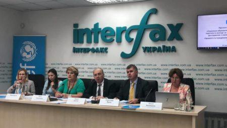 Украинские подростки пренебрегают своим здоровьем, плохо питаются и проводят жизнь в социальных сетях: ЮНИСЕФ представил результаты исследования