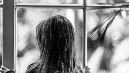 Самотність і домашнє насильство: як гаряча лінія допомагає підліткам під час карантину